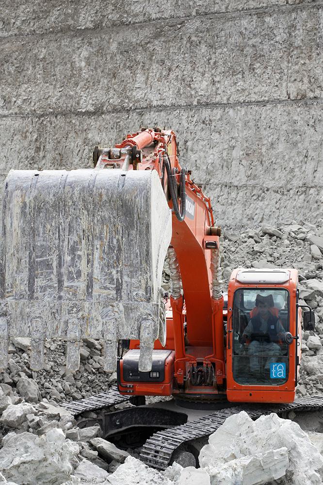excavator_zeolite_mining